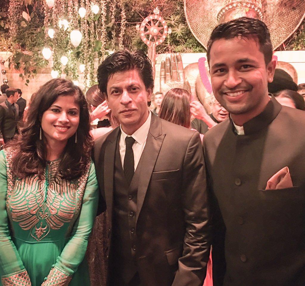 It was nice meeting Badshah Khan! #fanmoment https://t.co/d5VuZeXyx1