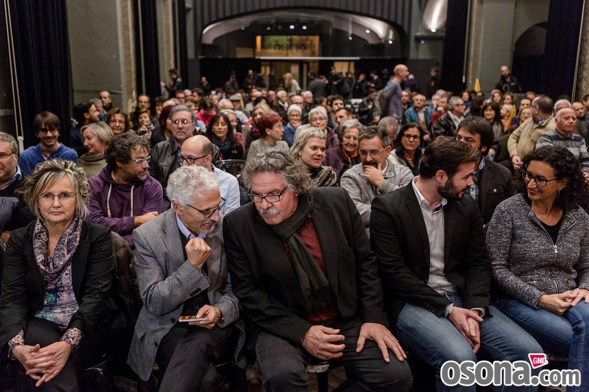 FOTOGALERIA d'@AdriaCostaRifa de l'acte central d'@Esquerra_ERC a #Osona https://t.co/F9a9rgJmfS #20DND https://t.co/4zk5MwzvbR
