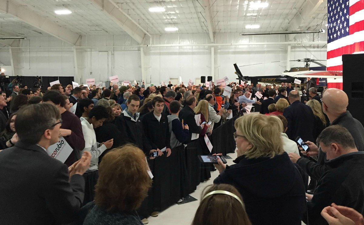 A large and lively turnout to see @MarcoRubio in Waterford today. #MichiganMatters2016 https://t.co/KkxJKnyVb0