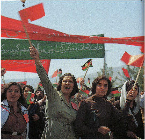 Afghan women marching for their rights, in Kabul, in the early 1980s. #throwbackthursday #16Days #HumanRightsDay https://t.co/OQXQKH6UU1