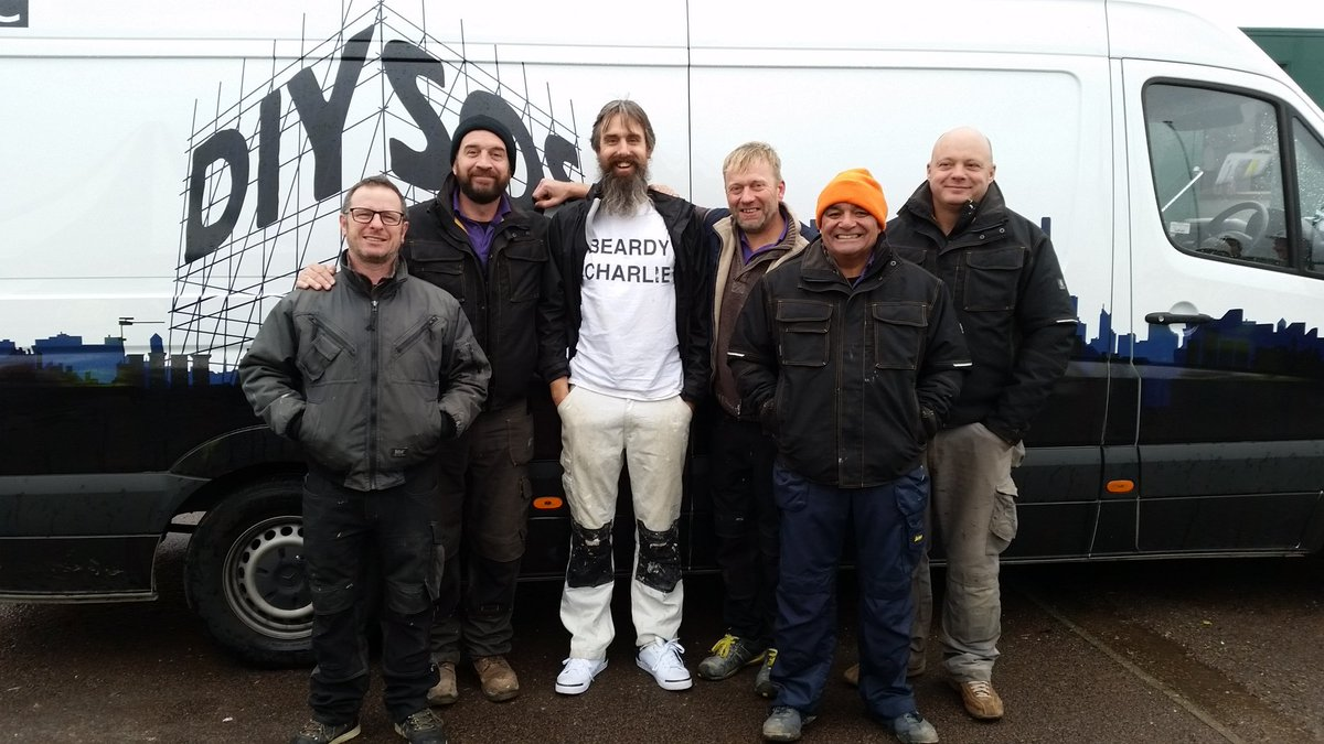 Smaller than they look on telly, but they're great blokes. Privileged to work on @DIYSOS. https://t.co/H0Q4mHjwUa