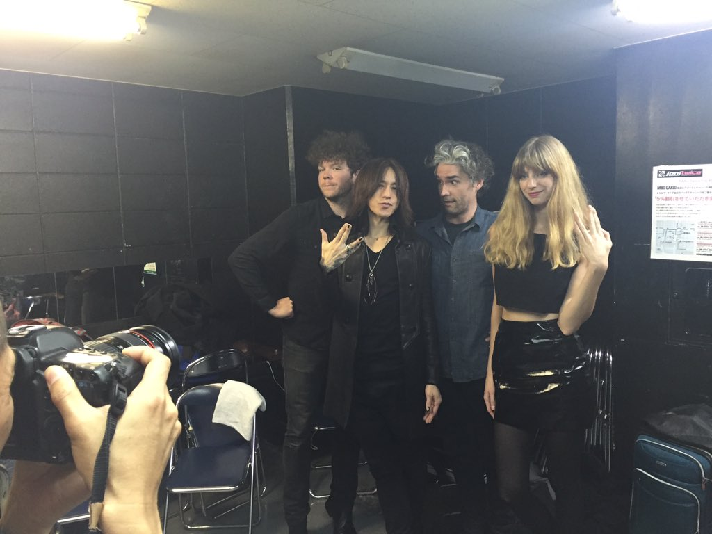 As if playing a show in Osaka couldn't get any better... @SUGIZOofficial stopped by to hang out! https://t.co/CzjEjMtiDY
