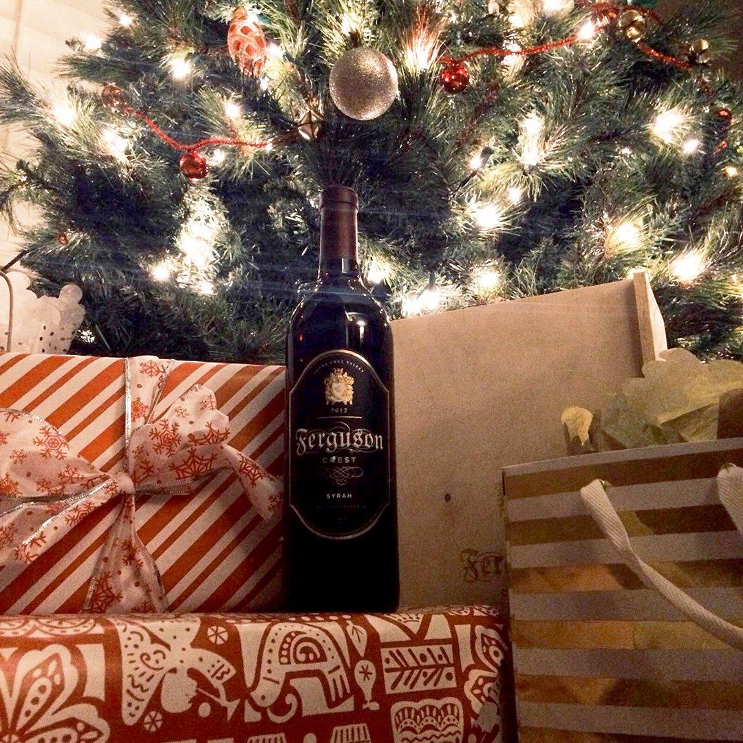RT @FergusonCrest: #JoyToTheWorld… the #wine is here! ???????????? #syrah #redwine #fergie #eatdrinkandbemerry #winegift https://t.co/8hlky1WOeY htt…