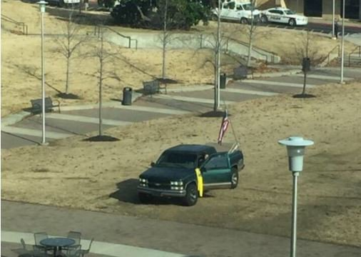 Arkansas State University shooter proudly flying his Gadsen Flag #AnericanISIS https://t.co/Cdyzc6ckUa #teaparty #politics #NRA #2a