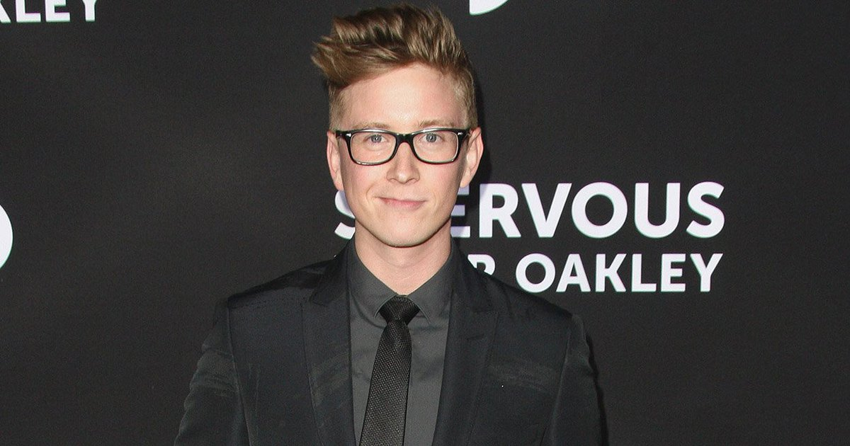 .@tyleroakley opens up to @Wonderwall about his journey w/his dad to accept his sexuality https://t.co/9Tek5V1FhB https://t.co/7IhIoCqTD8