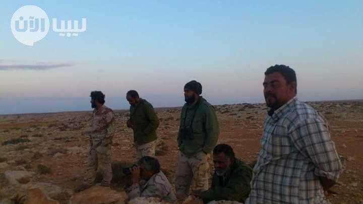 """#ليبيا_الآن وساند الكتية102 شباب تطوعي من #درنة وسرية الدبابات المرابطة بمحور #الفتائح بقيادة العقيد """"إدريس الجالي"""". https://t.co/6dxYY3KCvm"""