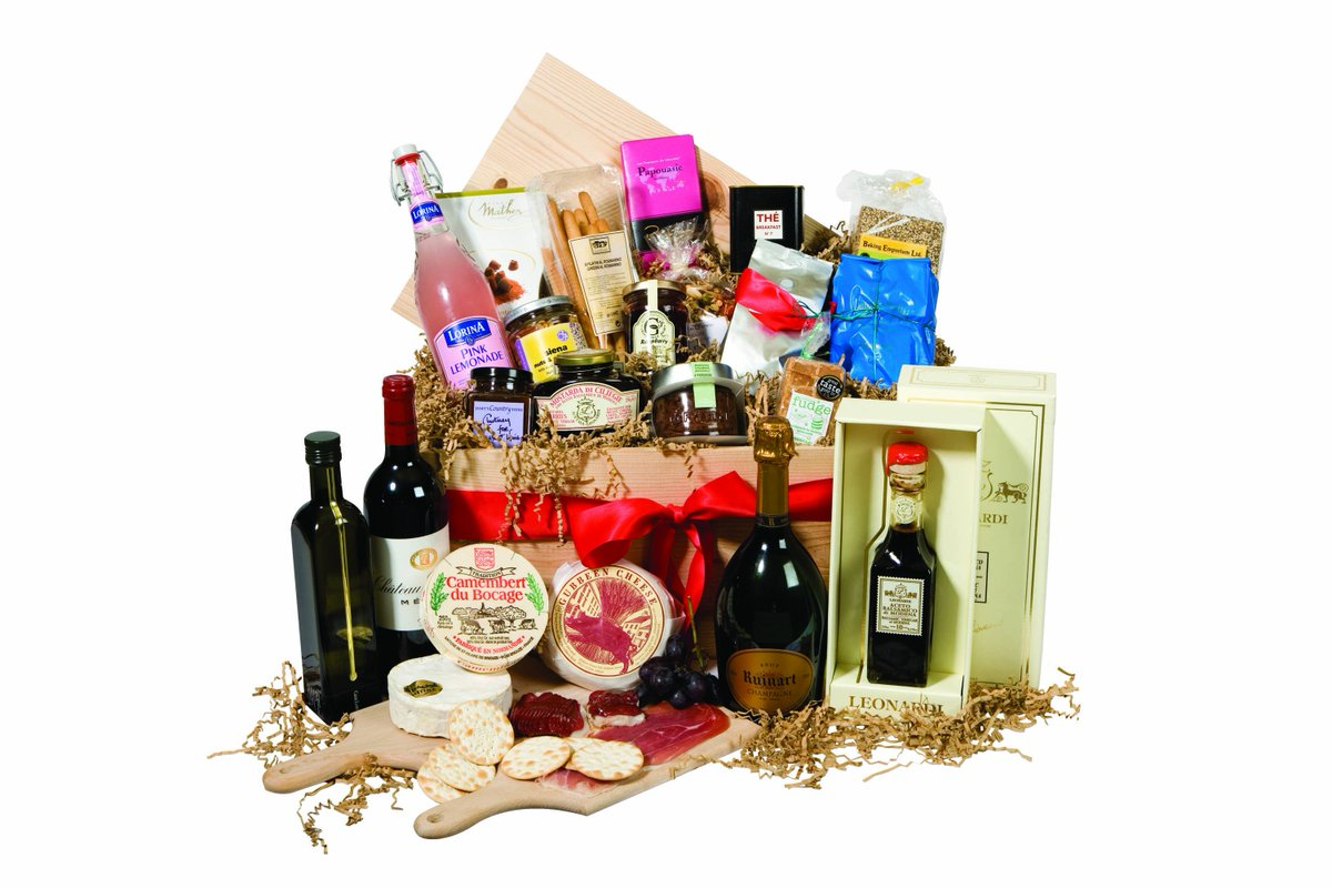 XMAS COMPETITION TIME - your chance to win a fabulous F&B hamper! RT to enter & we'll draw the winner on Monday. https://t.co/8dyxYS8KvG