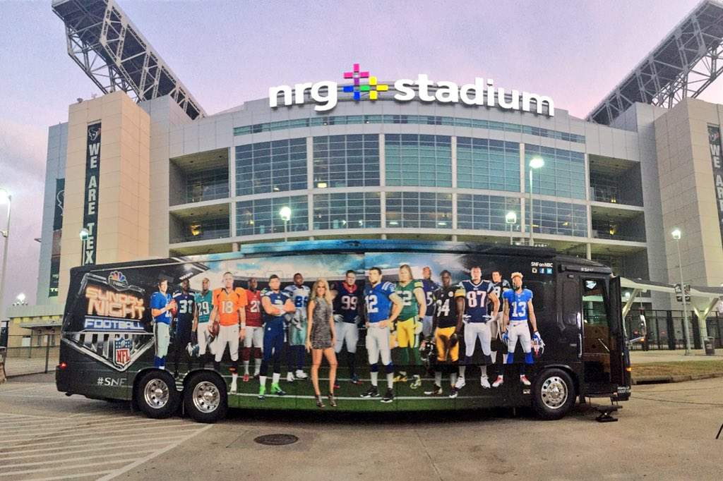 Love the sight of the @SNFonNBC bus in front of my office. https://t.co/IeOnCvSx3e