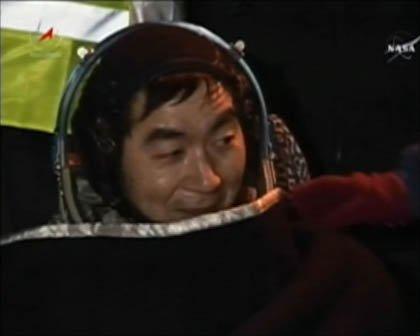 [ソユーズ宇宙船着陸!油井宇宙飛行士、142日間の宇宙滞在を終え地球帰還] 12月11日(金)22:12頃(日本時間)、油井宇宙飛行士 @Astro_Kimiya が地球に帰還しました https://t.co/SNdcsdk9mh https://t.co/MjVn9hPCUl