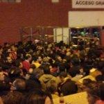 Puta vergüenza de tornos. La mitad del público fuera del estadio por sus santos cojones. Vergüenza @SevillaFC https://t.co/8qO0excXhV