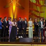 """مسلسل """"بنات الشمس"""" يحصل على جائزة أفضل مسلسل لعام 2015 #PanteneAltınKelebek #GüneşinKızları https://t.co/Hl4Vl4ZKxU"""
