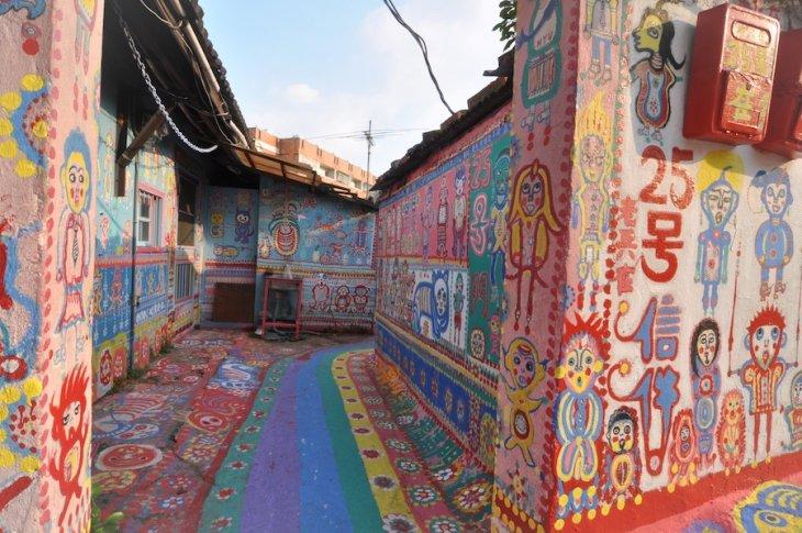 93 yaşındaki sanatçı Huang Yung-fu tarafından boyanan #Tayvan'daki Gökkuşağı Köyü ile haftaya başlayalım istedik. https://t.co/D9TFdUq4Ew