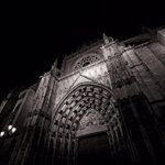 The beauty of the Cathedral in the dark night #Sevilla #art #photography #beauty https://t.co/Y1h4zqpi9J