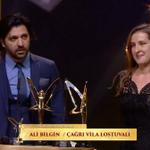 مخرج مسلسل مد وجزر #AliBilgin ومخرجة مسلسل بويراز كارايل #ÇağrıVilaLostuvalı يحصلان على جائزة أفضل مخرجان لعام 2015 https://t.co/48hbRHiY2c
