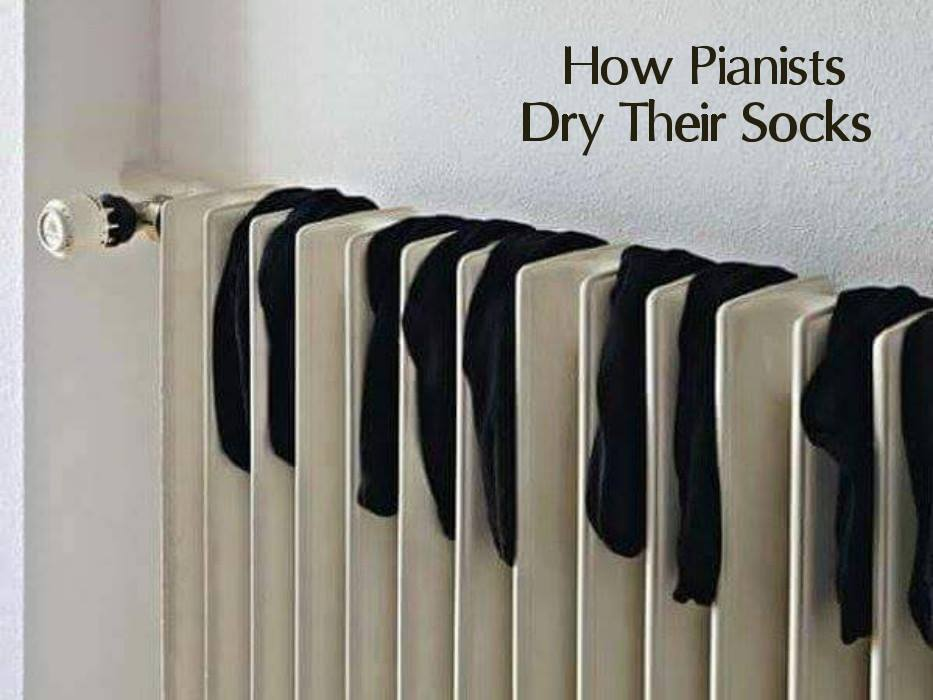 In case you ever wondered how #pianists dry their socks... https://t.co/YrYkthIaK9