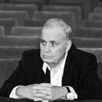 Ушел из жизни великий режиссер Эльдар Рязанов. СВЕТЛАЯ ПАМЯТЬ! https://t.co/v4buiHfNCu https://t.co/6RbRa5C24f