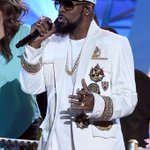 The R in R&B is here!!!!! @rkelly #SoulTrainAwards https://t.co/3ac70y92Iy