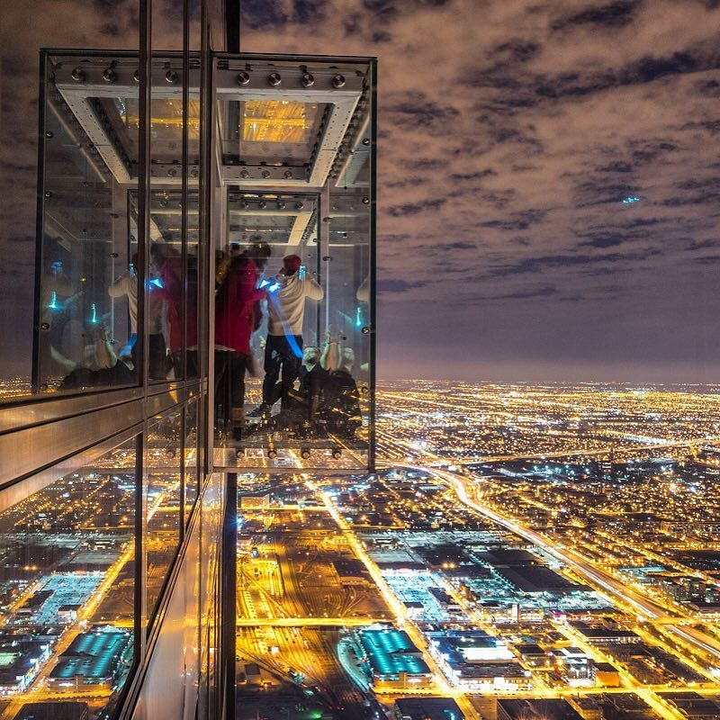 What a crazy experience up on the Willis Tower in Chicago! #skydeckchicago #upshow #chicag… https://t.co/MFfp8OgAWL https://t.co/FJ12zvdipS