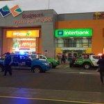 LO ÚLTIMO Reportan asalto a mano armada al interior de #PlazaSanMiguel ► https://t.co/WT6FpfFOah https://t.co/wZ5LXPS8mO