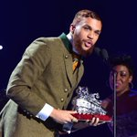 Congratulations to @Jidenna on winning Best New Artist! #SoulTrainAwards Nigeria stand up! https://t.co/f6rnW6wMLc