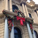 Hooray! The Bendigo Town Hall is getting into the spirit of Christmas. New decorations were installed this morning. https://t.co/AtYQzu6RaG