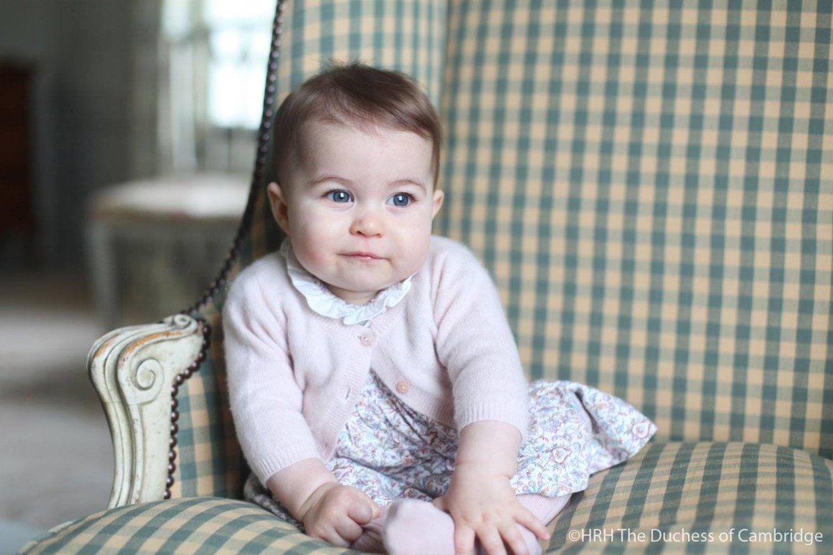 ภาพล่าสุดเจ้าหญิงชาร์ล็อตต์  ถ่ายโดยดัชเชสแห่งเคมบริดจ์เมื่อต้นเดือนพฤศจิกายนที่บ้านในนอร์ฟอล์ค #PrincessCharlotte https://t.co/a7wrXbXENG