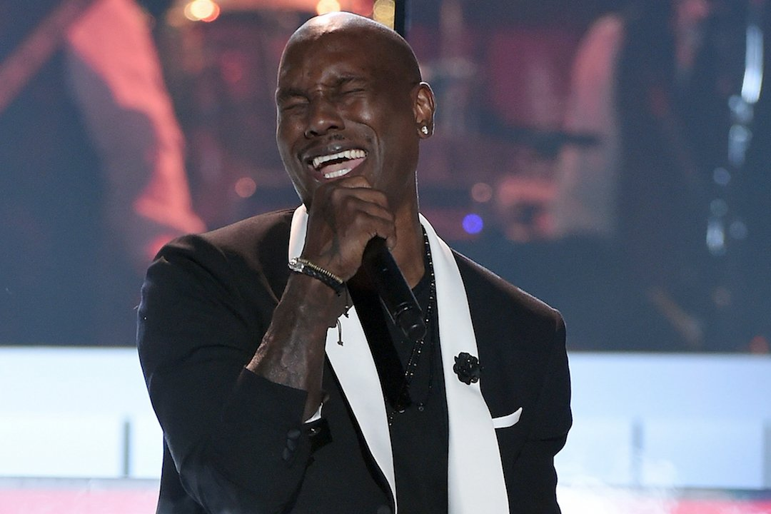 """.@Tyrese performed """"Shame"""" & won the Centric Certified Award at the #SoulTrainAwards: https://t.co/Zd5bWc0rIT https://t.co/am7CI32byr"""