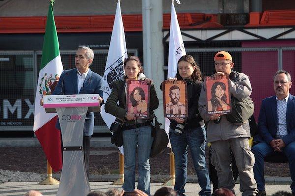 Pido dar RT a esta imagen de protesta de fotógrafos en acto de @ManceraMiguelMX , por asesinatos en la Narvarte https://t.co/8G8qaRaPkd