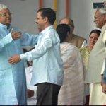 @ArvindKejriwal को खींच कर गले मिलने की फोटू के साथ लालुजी बच्चो वाली हरकत करते हो सरजी  @ashutosh83B बर्नौल चाहिये😂 https://t.co/o7zTrAIsmH