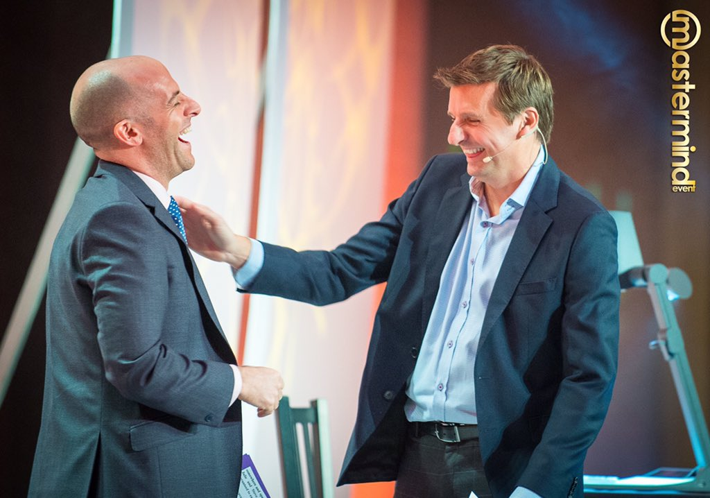 True friends don't count favors. Ever.  @WesLinden & @ArtJonak in a true friendship moment at #MastermindEvent.