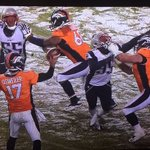 Hey how about a face mask/holding penalty on the center on the touchdown? Oh wait nevermind, theyre in Denver. https://t.co/bozSyY9byX