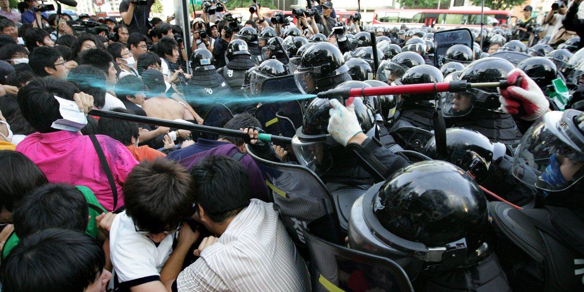 미친... RT @HuffPostKorea: 경찰, '불법행위 시위대에 물감 뿌린 뒤 검거하겠다' https://t.co/HwF7yXNUuf https://t.co/0nB4Msv1sF