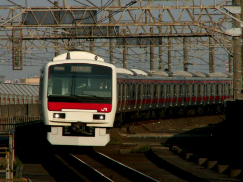 次世代通勤電車E235系が定期運行を開始しましたが、それではここで、かつて次世代通勤電車として華々しく登場したものの、結果的に黒歴史を生んでしまったE331系をご覧ください。 https://t.co/loSuER7KLo
