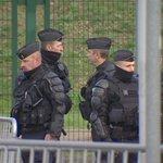 Sécurité élevée au sommet de Paris sur le climat: 2800 policiers déployés sur le site. #COP21 @RadioCanadaInfo https://t.co/G6cMxToKBg