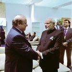 PM Modi met PM Sharif at the opening of Leaders event in Paris. #ModiInParis #COP21 https://t.co/Ff15pRAi8A