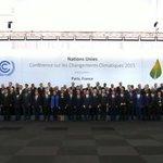 Foto Oficial de #COP21 con la presencia de más de 130 Jefes y Jefas de Estado https://t.co/n4C0No8kYm