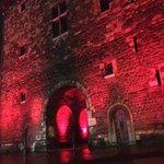 Heutige Beleuchtung des #Ponttor mit besonderer Bedeutung: #Aachen gegen die Todesstrafe. https://t.co/UkuV09Zzv9 https://t.co/FnI4OzFFHo