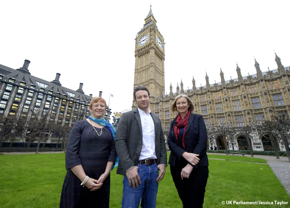 RT @HoCpetitions: .@jamieoliver with @HelenJonesMP & @sarahwollaston before today's #sugartax petition debate: https://t.co/T0Gxjz7Lnt http…