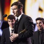 Messi recuerda a sus compañeros tras lograr el premio a Mejor Delantero de la pasada temporada. #PremiosLaLiga https://t.co/fHLOsfDe9k