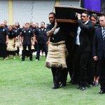 Despiden a la leyenda del rugby, Jonah Lomu, con un emotivo haka. VIDEO ???????????? https://t.co/OqbSEoEYWC https://t.co/STd8MOJPvq