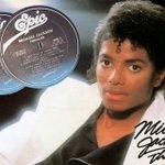 #BREVENOTAS: Hace 33 años, #MichaelJackson lanzó #Thriller, el álbum más vendido en la historia de la música. https://t.co/8CNPfcRhd4