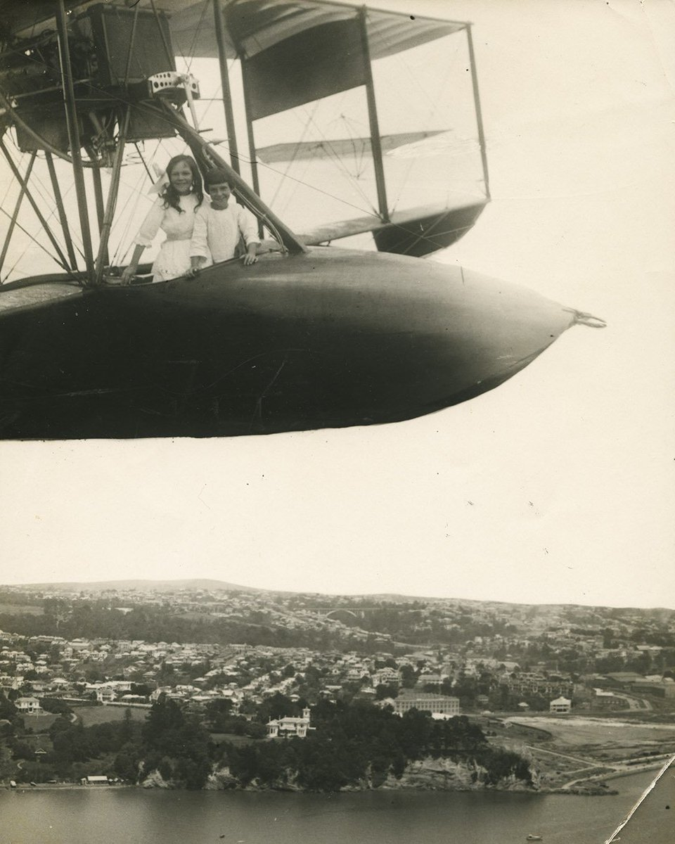 RT @aucklandmuseum: George Bourne's fantastical photomontages depicted underage pilots flying above Auckland http…