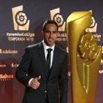 Claudio Bravo fue premiado como el mejor portero de la Liga Española 2014-2015 https://t.co/e42f6gVkrI https://t.co/dP4D4V3WbH