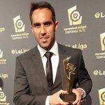VIDEO Este fue el discurso de Claudio Bravo al recibir el premio a mejor portero de la Liga https://t.co/bfIFU2QWKt https://t.co/MkaB9plRDb