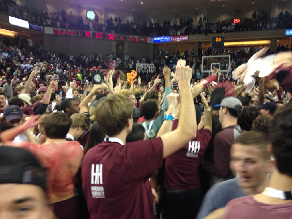 CofC does it, upset LSU 70-58 and they storm the court #chsnews https://t.co/BJRUgms4Dc