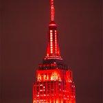 Empire State Building in Red to mark #WorldAIDSDay. #NewYork #NYC by @isardasorensen https://t.co/xX3Wf65vi8