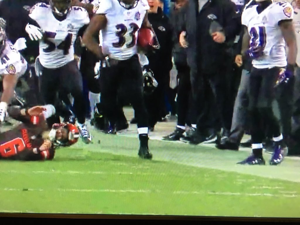Dear NFL, I know we're Cleveland and all that but I can't wait to hear your excuse for not taking this TD back... https://t.co/5oWFg6pXMC