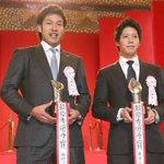 【流行語】 「トリプルスリー」が年間大賞を受賞!達成した柳田と山田は、今季のリーグMVPに選出されるなど、このコンビが球界を大いに盛り上げました。 #sbhawks #swallows https://t.co/ZAoLfV0NEI