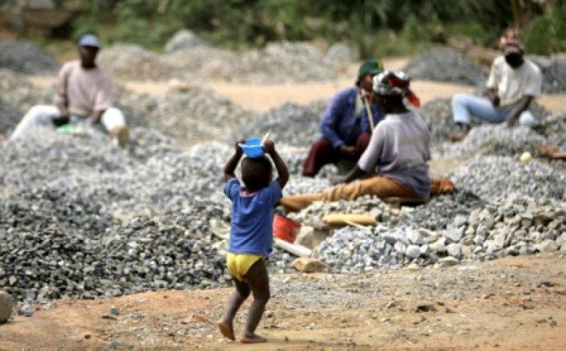 Girl, 14, dies in Chinese stone quarry pit https://t.co/smCEKWn3A6 #Ghana via @Starr1035Fm #Sconcert https://t.co/rvb6bzP8rh