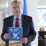Today is World #AIDS Day! - UNODC Chief @YuryFedotovs stmt & call 2 action 2 end epidemic - https://t.co/MmBuk6Hpwh https://t.co/BXh9vo8upP